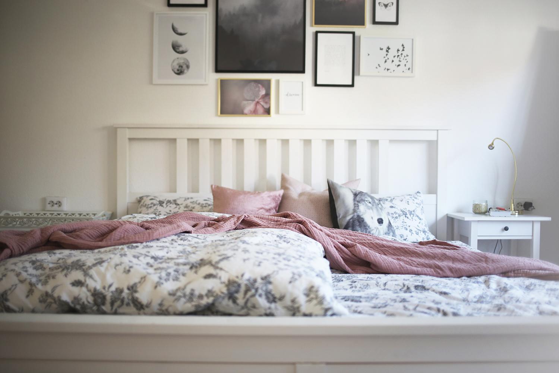 Mir Schwebte Für Das Schlafzimmer Von Anfang An Eine Beruhigende Und Stille  Atmosphäre Vor, Die Ich Auch Mit Den Bildern An Der Wand Zum Ausdruck  Bringen ...